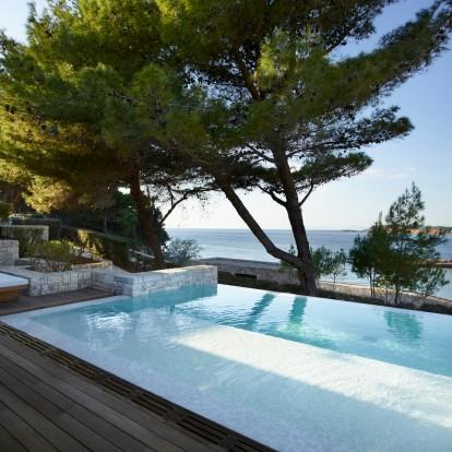 Ένας θρύλος ξαναγεννιέται: Το Four Seasons Palace Hotel Athens άνοιξε τις πύλες του