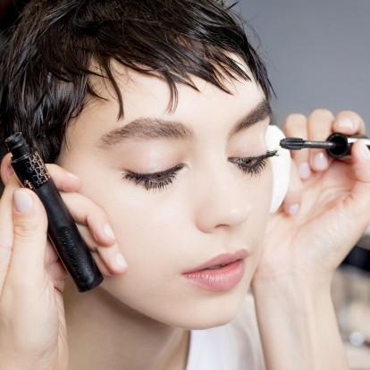 100 χρόνια mascara: Δείτε την εξέλιξη του αγαπημένου γυναικείου καλλυντικού