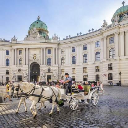 6 πρέσβεις προτείνουν το βιβλίο που πρέπει να διαβάσετε πριν επισκεφτείτε τη χώρα τους