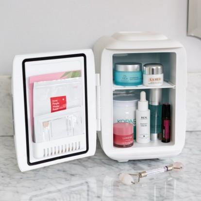 Μάθετε τα πάντα για τα beauty fridges που βλέπουμε παντού στο Instagram