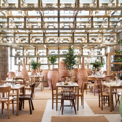 Ο Jacquemus άνοιξε ένα café στο Παρίσι και είναι απόλυτα ινσταγκραμικό