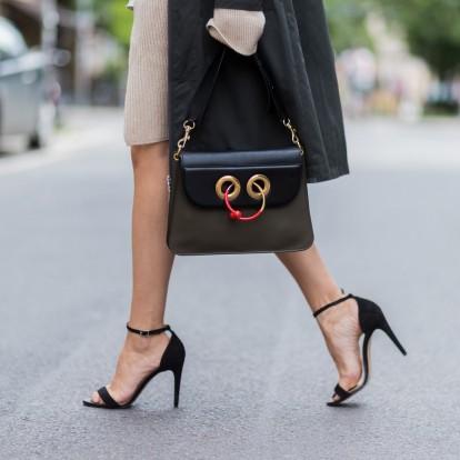 Τα shoe trends που αποφεύγουν οι celebrities άνω των 40