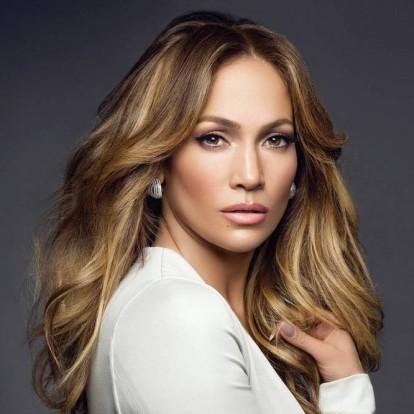 Jennifer Lopez: Γίνεται 50 και είναι πιο hot από ποτέ