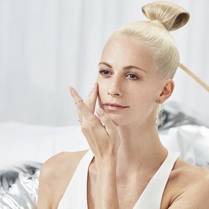 Online μαθήματα ομορφιάς από την Poppy Delevigne