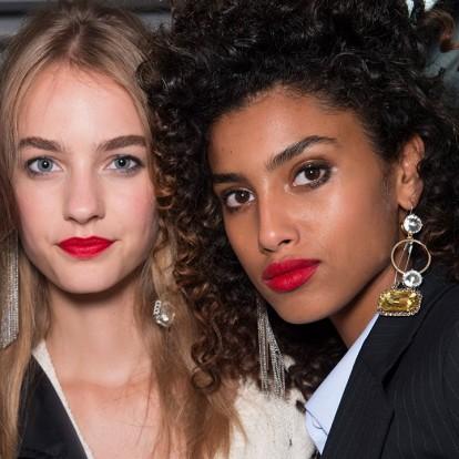 6 beauty tips για φλογερά κόκκινα χείλη
