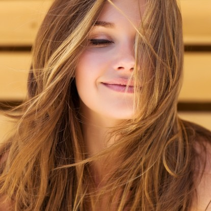 Hair secrets: Tα dos and don'ts για υγιή και λαμπερά μαλλιά με φυσικό τρόπο