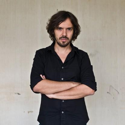 "O σκηνοθέτης διεθνούς φήμης, Μιχάλης Κωνσταντάτος, μάς μιλάει για τη νέα του ταινία ""All the Pretty Little Horses"""