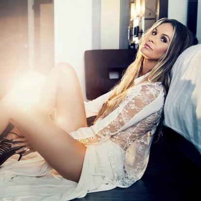 Αποκτήστε και εσείς το καυτό κορμί της Elle Macpherson