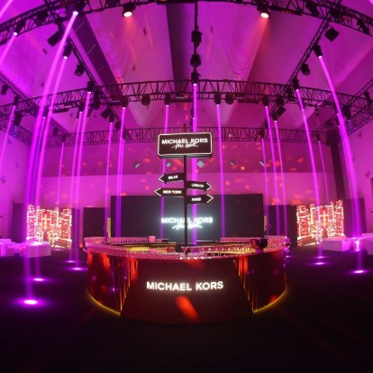 Ο Michael Kors καινοτομεί με ένα high tech fashion show στη Σαγκάη